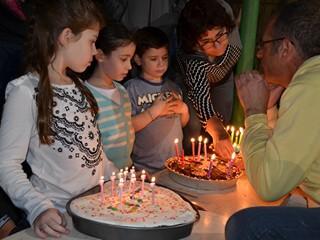 אופיר אורן, בעלי חברת הולה הופ, בפעילות יום הולדת לגיל 6 עד 9